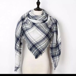 Accessories - Plaid triangle blanket scarf